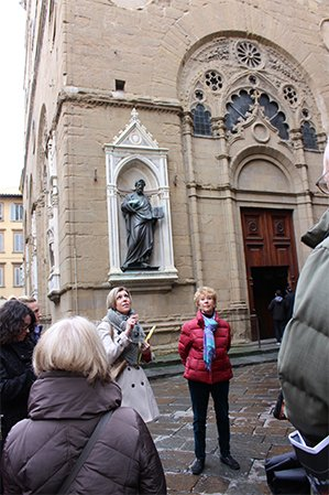 Alexandra Lawrence leading a tour of Orsan Michele, Florence, Italy
